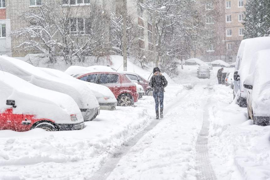 Iarna s-a întors în România. Cod galben de ninsori și rafale, în mai multe județe