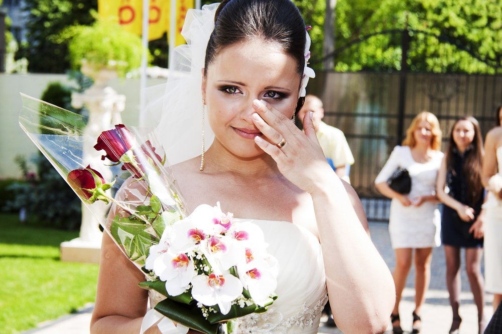 Era cea mai fericită zi din viața ei, pentru că urma să se mărite. Dar, pe neașteptate, cineva a dat buzna în biserică și a strigat că se opune căsătoriei. Mireasa a izbucnit în lacrimi când a văzut cine era: