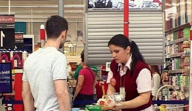 Ce a făcut o româncă din străinătate după ce nu a fost lăsată să vorbească în limba română la locul de muncă: Vi se pare normal ce i-au făcut angajatorii?