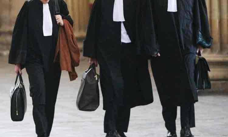 Avocatii, notarii si executorii judecatoresti, ajutati de guvern. Pot cere amanarea obligatiei de plata a facturilor la utilitati si chirie