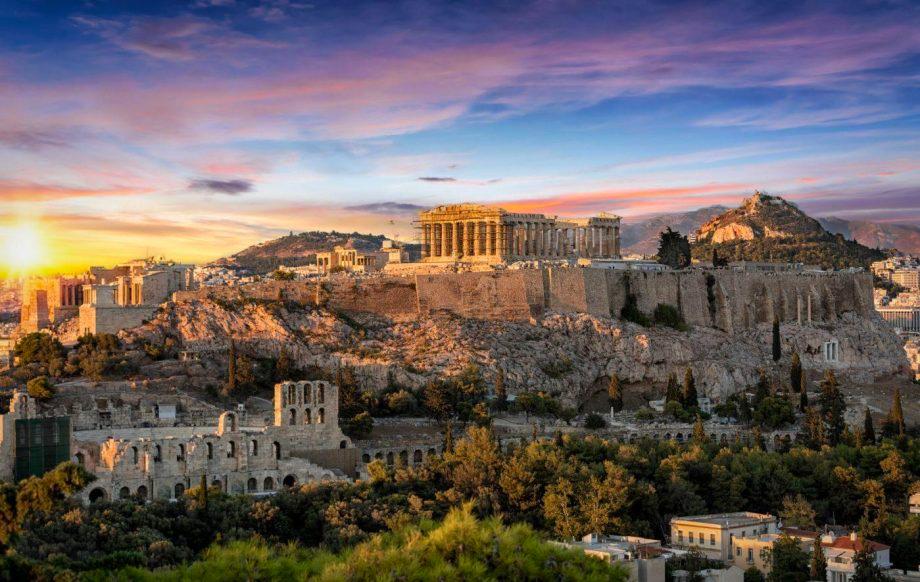 Grecia redeschide plajele private, muzeele și teatrele